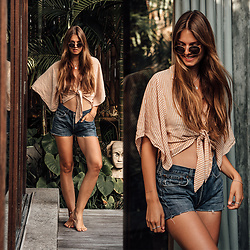 Jacky - Bershka Blouse, Levi's® Shorts, Ray Ban Sunglasses - Denim Shorts and Striped Blouse