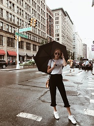 Sina Kordt - Nike White Sneakers, Monki Pants, Pull & Bear Simple White T Shirt, Vintage Bag, Zara Bandana, Ray Ban Ray Bans, Urban Outfitters Vintage Watch - Rainy city day