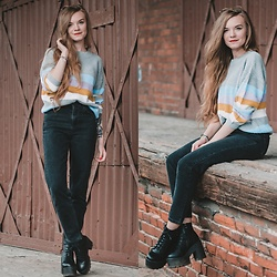 Karolina N. - Zaful Sweater, Topshop Mom Jeans - STRIPED SWEATER.