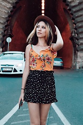 Wonderstyle - Tomahats Vintage Hat, H&M Flower Pattern Yellow Top, Zara Polka Dot Pleated Shorts - Wandering The Streets Of Budapest