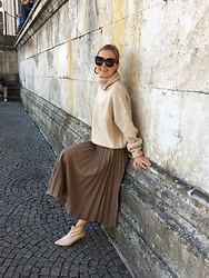 Anna Borisovna - Nakd Sweater, Zara Skirt, Other Stories Shoes - The Beige Sweater