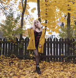 Ninni Wallin - Zara Mustard Coat, H&M Velvet Floral Playsuit, Dr. Martens Burgundy Boots - Stay with me, you don't need to run