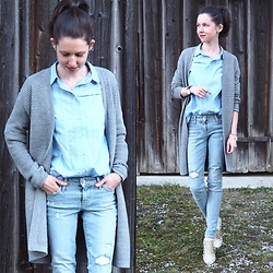 Claire H - H&M Grey Cardigan, H&M Blue Striped Cotton Blouse, Levi's® 711 Jeans - Natural basics