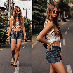 Jacky - Levi's® Shorts, Verge Girl Top, Bershka Belt Bag, Ray Ban Sunglasses - Bali Travel Outfit: White Top and Denim Shorts