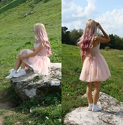 Monika - Converse White Sneakers - Converse and tulle dress