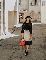 Pretty-Roxanne Stratmains ☥ - La Halle Black Top With Beads, Maureen Kim Red Leather Mini Tais Toi, Eram Black Derbies, Trendy Kiss Black And Gold Watch - Hymne à l'Amour ♡
