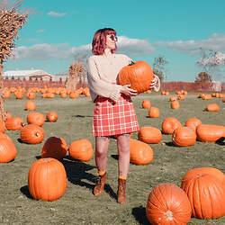Jessie Bee - Amazon Plaid Skirt, Unif Sweater, Coach Vintage Baxter Bag, Madewell Fest Aviator Sunglasses, Happy Socks Banana, The Frye Company Lace Up Boots - The Pumpkin Patch