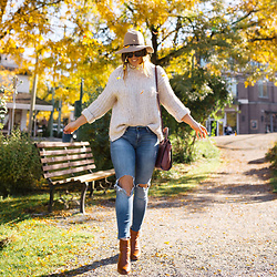 Alexandra G. - Mavi Skinny Jeans, Sanctuary Knit Sweater - Fall Leaves