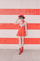 Amy Roiland - Gucci Sunglasses - Red Tones //