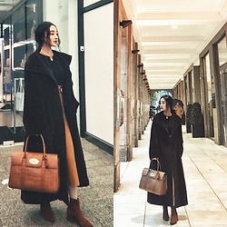 Gaye Yan - Maxmara Teddy Coat, Mulberry Handbag, Vagabond Boots, Topshop Sweater, Chanel Vintage Choker, Michael Kors Belt - Vintage style outfit