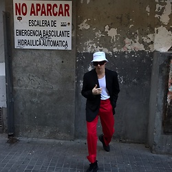 Jesús Lafuente - Brashy Studios Hat, Uniqlo Red Pants - Fideoindazopa