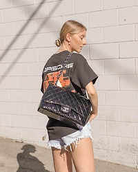 Katie Van Daalen Wetters - Chanel Jumbo Patent Leather Bag - Oversized T-shirts and Chanel Bags