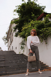 Ana Vukosavljevic - Giant Vintage Sweater, H&M Pants, Oyster Shoes, Gucci Sunglasses, Jana Art Design Bag - Statement Shoes