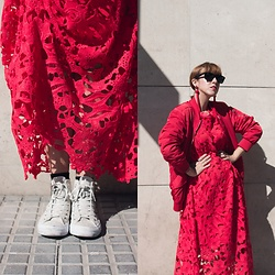 Mi Vida En Rojo - Evatrends Dress, H&M Bomber, Converse Sneakers - Maxi Lace Red Dress