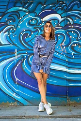 Malia Keana - Zara Oversized Blouse, Zara Ugly Sneaker, Zara Belt, Retro Sunnies - Striped retro look