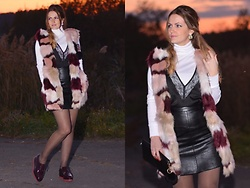 Andrea Kalocsai - Stradivarius Vest, Orsay Skirt, H&M Turtle Neck Top, Zara Shoes, Calzedonia Tights - Sunset in my town