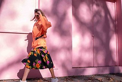 Malia Keana - Bershka Sweater, New Look Floral Dress, Vintage Belt - Floral Pink Wall