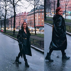 Andréa Frisk - Contrast Vinyl Rain Coat - Blurry rainy days