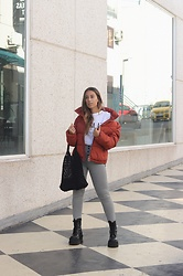 Claudia Villanueva - Bershka Coat, Vogue T Shirt, Zara Pants, Popjulia Bag, Un Paso Mas Boots - Grab your coat