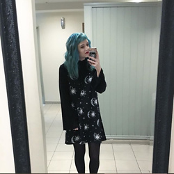 Idolsandanchors - Motel Sun Moon Stars Slip Dress, Nakd Lettuce Bell Sleeve Longsleeve - Is It Gonna Be The Year?