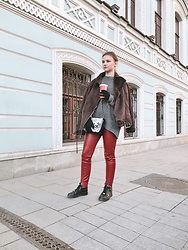 Olga Maksimova -  - Red leggings