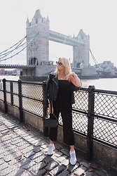 Emmy Nikolausson - Zara Pants, Nelly Trend Sneakers, Zara Leatherjacket, Gina Tricot Topp - TOWER BRIDGE ~