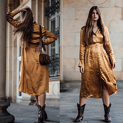 Jacky - & Other Stories Dress, Polo Ralph Lauren Bag, Vintage Cowboy Boots Via Ebay - Midi Dress combined with Cowboy Boots