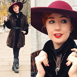 Andréa Frisk - Zara Big Flowy Hat, Second Hand Leopard Coat - Blast from the past