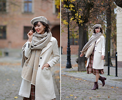 Daisyline . - Pepe Jeans Coat, Zara Scarf, H&M Hat, Mango Dress - In love with fall details / IG: daisylineblog