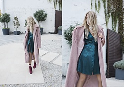 Sofija Surdilovic - Shein Teddy Pink Coat, H&M Silky Green Dress - Fairytales and silk.
