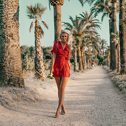 Vera Hutterer - Oysho Red Mini Dress - Red & palms | la-blonde.com