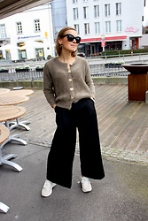 Anna Borisovna - Céline Sunglasses, Massimo Dutti Pants, Massimo Dutti Sneaker - The Fluffy Sweater