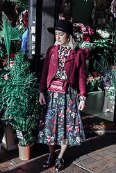 Weronika Bukowczan - Stradivarius Floral Midi Skirt, H&M Burgundy Biker Jacket, Vintage Floral Shirt, River Island Black Hat, Burgundy Leather Belt Bag, Aldo Silver Leather Loafers - Flower power