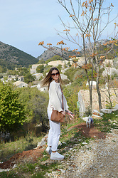 Tamara Bellis - Justfashionnow Sweater, Pull & Bear White Denim, Pull & Bear Platform Sneakers, Zaful Crossbody Bag - Fall in Corfu