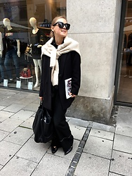 Anna Borisovna - Nakd Sweater, Other Stories Blazer, Massimo Dutti Pants, Massimo Dutti Shoes, Mango Bag, Céline Sunglasses - The Black Oversized Blazer