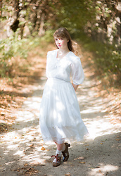 Liv Robroek - Gunne Sax White Dress, Alice And The Pirates Shoes - Picnic at Hanging Rock - Gunne Sax Dress