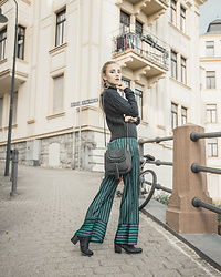 Nicola Marleen - Na Kd Pants, Na Kd Pullover - Striped Pants | Morning Elegance