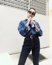 JUN UDAN - Forever 21 Shades, Levi's® Shirt, Levi Dark Blue Jeans - EVERYTHING BLUE