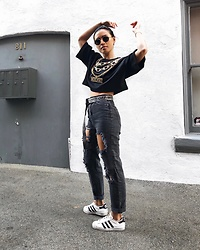 Charlene G. - Adidas Superstar, Urban Outfitters Mom Jeans, H&M Hm X Moschino - All black everything