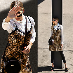 Dora D. - Verage Vintage Sunglasses, Leopard Silk Dress - STAND IN MY WAY