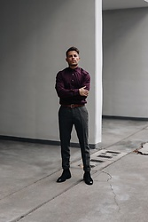 Kevin Elezaj - Hugo Boss Boots, The Kooples Suit Pants, Tiger Of Sweden Belt, Tiger Of Sweden Shirt - Elegant
