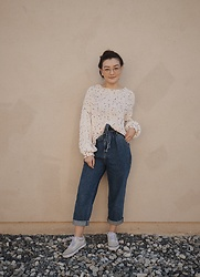 Haley D. - Vans Old Skool, Abercrombie & Fitch Paperbag Waist Jeans, Lush Clothing Funfetti Sweater, Oliver Peoples Glasses - Funfetti.