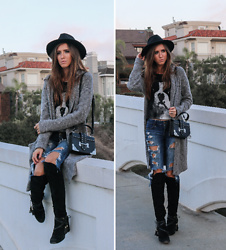 Jenny M - Urban Outfitters Felt Hat, Louise Et Cie Knee High Boots, Forever 21 Studded Shoulder Bag, Gap Oversized Grey Cardigan - BOHO VIBES IN A HAT // thehungarianbrunette.com