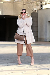 Eniwhere Fashion -  - Fur and Monochromatic outfit