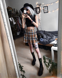 Kimi Peri - H&M Hat, Altercore Vegan Platform Boots, Alien Socks, Love Too True Plaid Skirt, Kry Black Ribbed Top, Vintage Bag, Vii & Co. Glasses, Choker - Aliens & Plaid