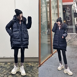 Gaye Yan - Max&Co. Down Jacket, Tommy Hilfiger Kniting Hat, Calvin Klein Socks, Balenciaga Sneakers - So cold...