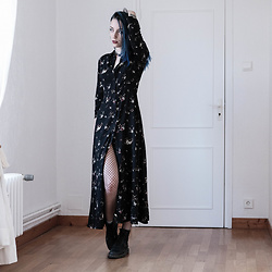 Saskia B. - Mango Maxi Dress, Dr. Martens 1460, Asos Fishnets - I'm back baby