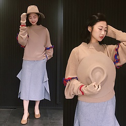 Dawn Kuo - Don Paris Hat, Jamie Wei Huang Sweater, Nehera Skirt, Maison Martin Margiela Pumps - Milky Nude🧡❤️