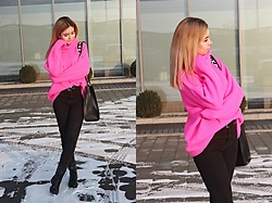 Sabina S. -  - PINK SWEATER and BAG / NA-KD