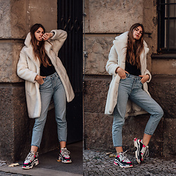 Jacky - & Other Stories Teddy Coat, St. Cloud Sweater, Gina Tricot X Anine Bing Mom Jeans, Balenciaga Sneakers - Winter Outfit with Teddy Coat and Ugly Sneakers